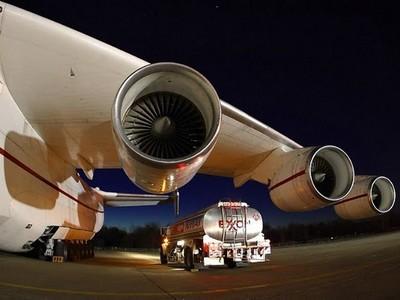 Российский самолет-гигант доставил нефтяные катушки в Оман